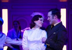 »Anything Goes«: Milica Jovanović als Hope Harcourt, Daniel Prohaska als Billy Crocker