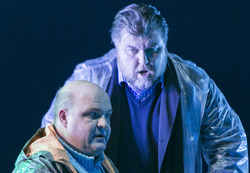 PETER GRIMES: Gerhard Siegel als Peter Grimes, Ashley Holland als Captain Balstrode
